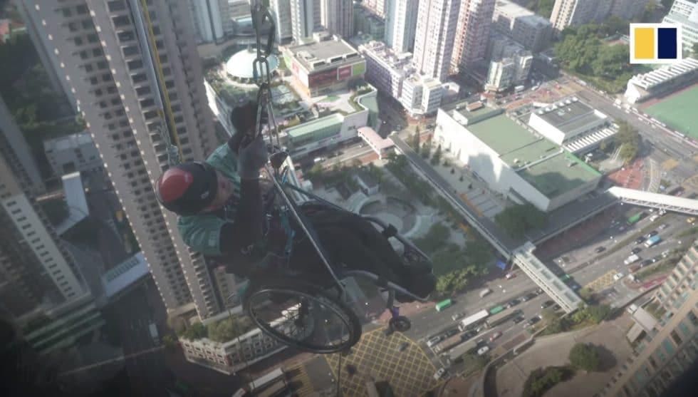 Il gravit un gratte-ciel de Hong-Kong dans son fauteuil roulant
